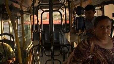 Ônibus recebem 'catraca dupla' para impedir que pessoas pulem sem pagar - Apenas dois ônibus da capital cearense tem a catraca.