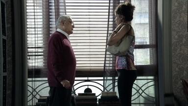 Lorraine rouba o diamante rosa - Silviano entrega dinheiro para a moça