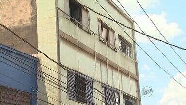 Incêndio em apartamento abandonado causa tumulto no Centro de Ribeirão Preto - Trânsito precisou ser desviado no cruzamento das Ruas Saldanha Marinho e Duque de Caxias. Ninguém ficou ferido.