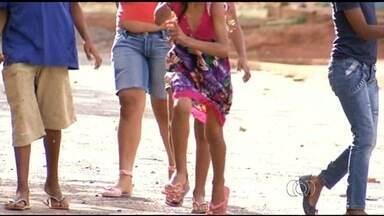 Projeto social leva crianças a passar o dia com famílias de Anápolis - Ação é desenvolvida durante as férias, Natal ou Ano Novo. Ideia é que casais apadrinhem crianças.