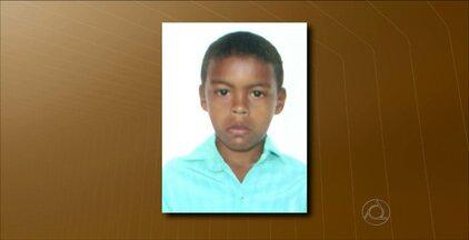 Corpo de menino que morreu após comer fruta foi enterrado ontem na Paraíba - Wellington da Silva, de 7 anos, foi enterrado em Alagoinha.