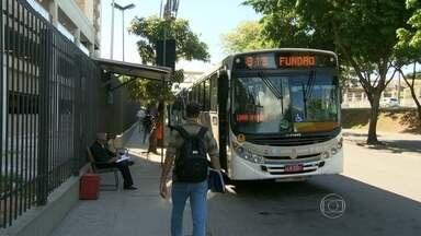 Passageiros reclamam de mudança no pagamento de ônibus e metrô - Segundo o Governo do Estado, o metrô e empresas de ônibus utilizam um esquema de promoções para atrair passageiros e facilitar a locomoção.