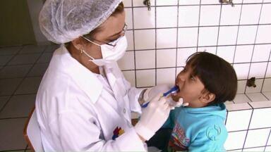 Levantamento mostra que crianças precisam cuidar melhor dos dentes em Umuarama - 4 em cada 10 crianças e adolescentes atendidos pela Rede Municipal de Saúde em Umuarama tem cáries ou precisam de tratamento dentário. Professores da Unipar ensina a escovação correta.