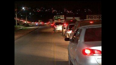 Motoristas reclamam de transtornos no trânsito da Avenida Fernando Guilhon - Congestionamento de veículos tem se tornado constante na via.