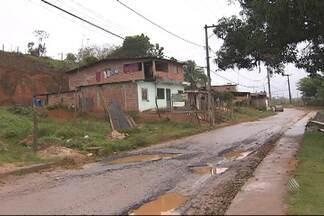 Chuvas provocam estragos em Simões Filho - A previsão para os próximos dias é de mais chuva e frio.