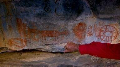 Há 9 mil anos, grupos já percorriam os caminhos do bando de Lampião - Na margem baiana do São Francisco, o homem primitivo deixou muitas lembranças. Pinturas estão entre as mais bem preservadas do Nordeste.