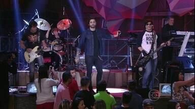 RPM faz uma parceria com Lucas Silveira no Altas Horas - Banda e vocal da Fresno tocam a música 'Exagerado'