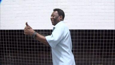 Pelé volta a ser internado em hospital na Zona Sul de São Paulo - O ex-jogador Pelé, de 74 anos, voltou a ser internado no Hospital Albert Einstein, na Zona Sul de São Paulo, nesta segunda-feira (24). O ex-jogador apresenta um quadro de infecção e está em observação.