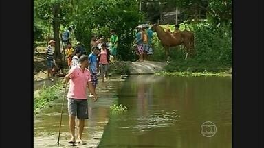Homem morre depois de mergulhar em açude na cidade de Panelas, PE - Dezenas de curiosos foram ao local.