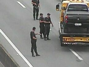 Bandidos fazem falsa blitz para assaltar ônibus de turismo na BR-101 - Bandidos fazem falsa blitz para assaltar ônibus de turismo na BR-101