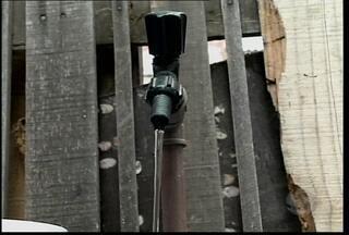 Bairros de Petrolina estão sem água - Segundo a Compesa, um estouro na rede do Distrito Industrial provocou uma queda de pressão no abastecimento dos bairros