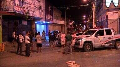 Vendedor de frutas é assassinado a golpes de faca no Centro de Aracaju - No Centro da capital, um vendedor de frutas foi assassinado ontem à noite a golpes de faca.