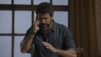 Gael decide ir até o local do acidente para ajudar Alan - Dona Dalva passa mal e pede para ir com o lutador