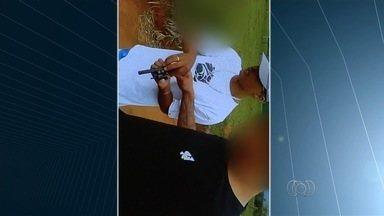 Polícia localiza em Anápolis o corpo de jovem que aparece sendo executado em vídeo - Vítima de 18 anos estava como indigente no IML de Anápolis desde o crime. Imagens achadas no celular de menor apreendido mostram execução.