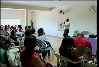 """Começou a mobilização anual de combate à violência contra mulheres - Em Salgueiro, houve uma reunião pública com o tema """"Compromisso e Atitude Pela Lei Maria da Penha""""."""