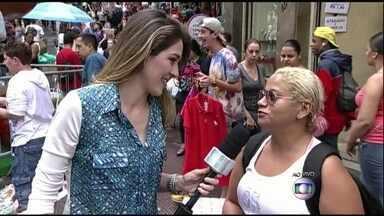 Gabriela Liam fala sobre dívidas no comércio popular de São Paulo - Consumidora acredita que suas dívidas vão crescer após compras de Natal