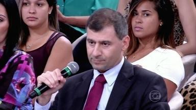 Advogado alerta que muitas vezes as dívidas são superfaturadas - Ronaldo diz que o devedor precisa saber o valor inicial da dívida e tira dúvidas dos convidados
