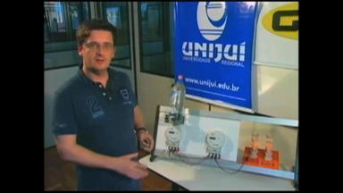 Utilizar garrafa d'água sobre de um medidor não reduz consumo de energia - Confira o teste feito pelo coordenador do curso de Engenharia Elétrica da Unijuí.
