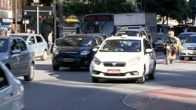 Detran-MG faz mutirão para receber CNH de motoristas que cometeram infrações - São casos de embriaguez ao volante, omissão de socorro e direção perigosa. São esperados mais de mil condutores que atingiram 20 pontos na carteira.