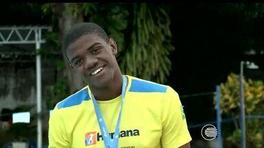 Vinícius Gabriel é bronze no Brasileiro Juvenil e quer fechar ano com recorde - Atleta de apenas 16 anos foi terceiro colocado competindo com mais de 80 atletas de todo o país. Piauiense encerra a temporada do nadador, que quer bater seu recorde