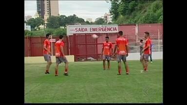 Neto de Pelé integra elenco do Guarani-MG na disputa do Campeonato Mineiro - Octávio Felinto Neto, de 16 anos, compõe elenco profissional do time de Divinópolis na disputa do estadual.