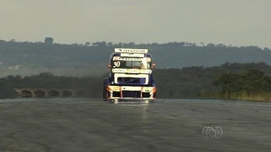 Goiano treina para etapa local da Fórmula Truck - Rogério Castro pensa em voltar à categoria no ano que vem, mas fará participação em Goiânia no dia 7 de dezembro.