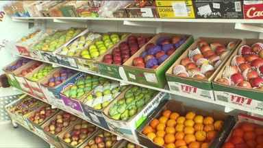 Preços de frutas, verduras e legumes animam consumidores - Com as festas de fim de ano, aumentam os pedidos de hortifrútis e comerciantes começam a se organizar para atender a demanda.