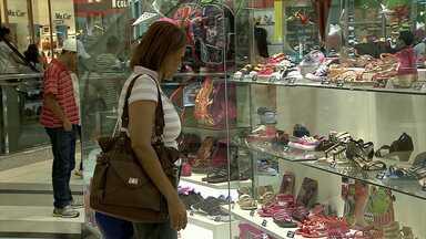 Pesquisa da CDL/BH aponta aumento de 3% nas vendas de Natal neste ano em relação a 2013 - Segundo a Câmara de Dirigentes Lojistas de Belo Horizonte (CDL/BH), este é o menor crescimento dos últimos anos.