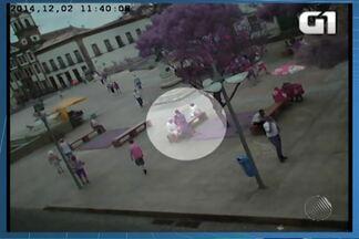 Polícia apreende adolescente suspeito de assaltar turista - Um suíço foi vítima de assalto no Centro Histórico de Salvador nesta terça (02).