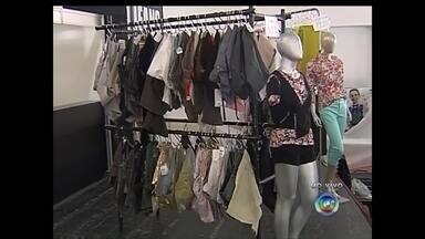 Bazar de roupas e calçados ajudará Escola Maria Peregrina em Rio Preto, SP - Um bazar será realizado, a partir desta quinta-feira em Rio Preto (SP), para ajudar a Escola Maria Peregrina. O bazar terá três dias de promoções em roupas, calçados e acontece no Automóvel Clube.