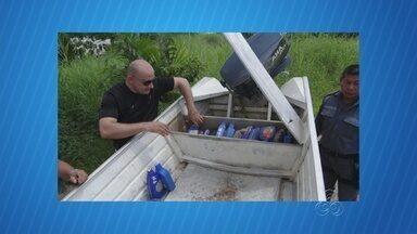 No AM, homem é preso com 120kg de droga em lancha na fronteira do país - Entorpecentes estavam em recipientes para óleo de motor e em tabletes. Embarcação com drogas foi apreendida; um suspeito conseguiu fugir.