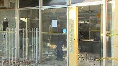 Ladrões explodem caixas eletrônicos em Cravinhos, SP - Suspeitos efetuaram disparos para o alto durante ação.