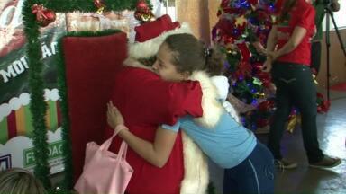 Milhares de crianças ganham presentes do papai noel em Campo Mourão - O natal encantado foi realizado pelo Provopar