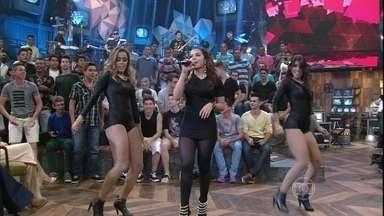 Anitta mostra muita sensualidade com coreografia - Cantora se apresenta no programa Altas Horas