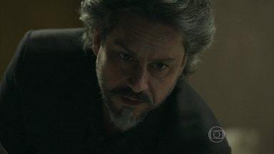 Zé Alfredo consegue fazer com que Cora revele o local onde escondeu seu diamante - Josué ajuda o Comendador a enganar a megera