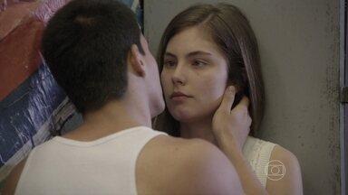 Malhação - capítulo de terça-feira, dia 09/12/2014, na íntegra - Duca pede para ficar com Bianca, mas ela o rejeita