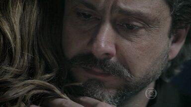 Zé avisa a Cris quando vai sumir do mapa - 'Vou sentir falta do senhor... Meu pai', diz Cristina ao Comendador