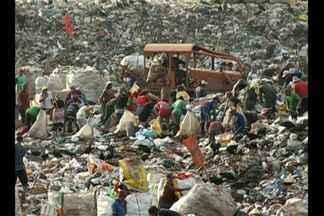 Lixão do Aurá continua em funcionamento mesmo com lei federal para extinção desses espaços - Segundo o Ministério Público do Estado, a data para desativação do aterro sanitário ainda não foi definida.