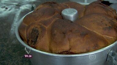 Chef Rogério Shimura prepara rosca gigante - Ana Maria se delicia com iguaria recheada
