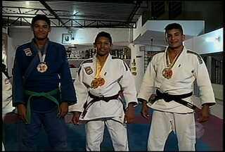 Judocas de Petrolina voltam para casa com várias medalhas - Equipe de 19 atletas conquistou 21 medalhas na I Copa Aciagam de Judô Garanhuns