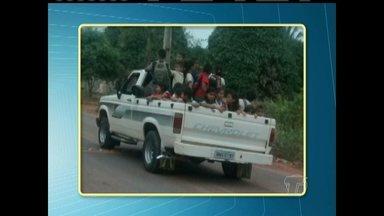 Em Belterra, internauta flagra crianças sendo transportadas sem segurança - Situação ocorreu porque ônibus escolar não foi disponibilizado.