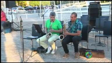 Hoje à noite tem apresentação do Natal em Jazz em Maringá - Tem também Auto de Natal na praça da Catedral