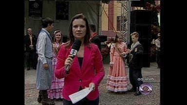Jornal Especial: 45 anos da RBS TV Santa Maria, RS - Jornal ao vivo da praça Saldanha Marinho.