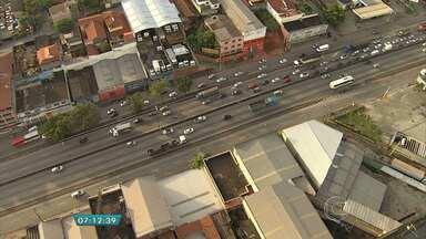 Motociclista morre em acidente com caminhão na BR-381, em Contagem - Batida foi na altura do bairro Cidade Industrial.