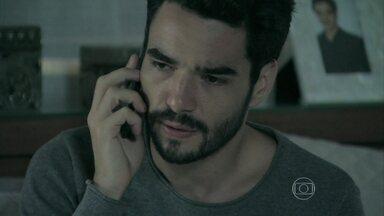 Danielle não atende o telefonema de José Pedro - O rapaz pensa na proposta de Amanada e decide deixar a porta de seu quarto destrancada