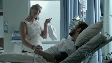 Amanda visita Leonardo no hospital - Cláudio teme perder ação contra Téo e lamenta o que aconteceu com Léo