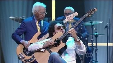 Diego Figueiredo encerra o programa de quarta-feira - Violinista foi convidado por Jô Soares