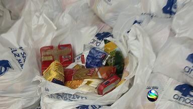 TV Sergipe faz entrega de cestas de Natal - A TV Sergipe entregou cerca de duas mil cestas de Natal para pessoas das proximidades de o Bairro e de outras localidades.