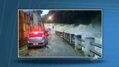 Famílias perdem tudo por causa da chuva forte em cidades do interior baiano - No município de Itapitanga, na região sul do estado, por exemplo, a água passava dentro de algumas casas como se fosse um rio. Veja no giro de notícias.