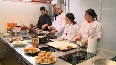 Chefs brasileiros descobrem os segredos da ceia de Natal portuguesa - A aula aconteceu na maior escola de gastronomia de Portugal. No prato principal: bacalhau. Para a sobremesa: sonho, rabanada e arroz doce.